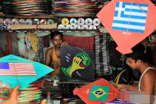 印度商贩嘲笑中国游客:我们每人一部手机,你们中国能
