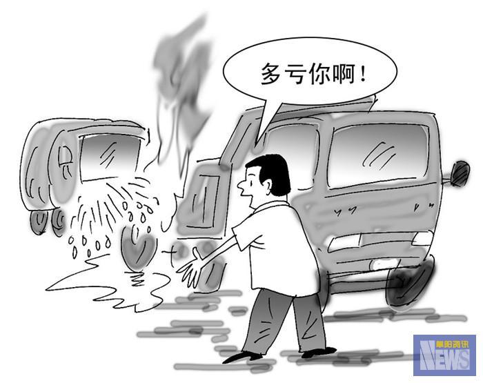 客车轮胎冒烟,搅拌车出水相助