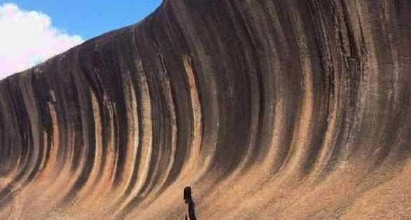 世界上最坚硬的海浪 静止在那里上亿年