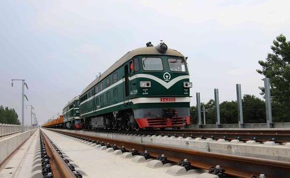 首列火车驶进临泉!