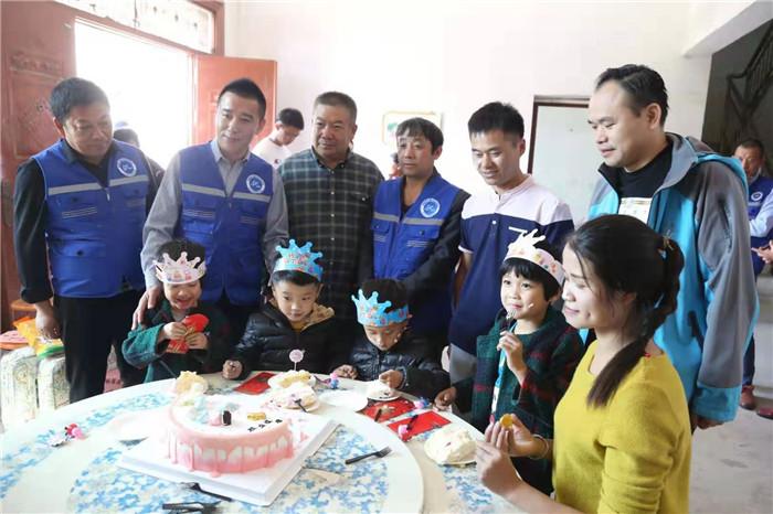 <strong>安徽龙凤四胞胎6周岁啦!志愿者给孩子们过一个难忘的生日</strong>